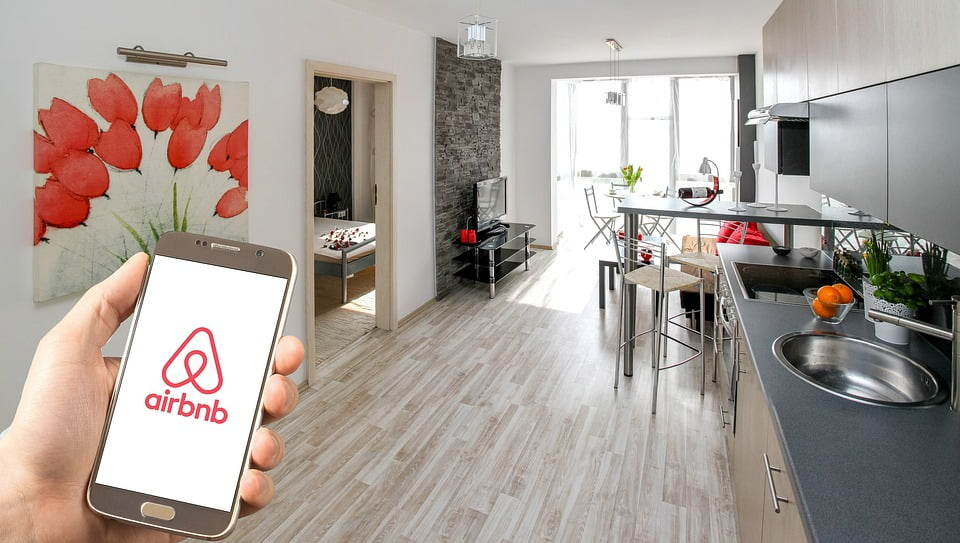 Why You Need to Hire a Professional Locksmith for your Airbnb